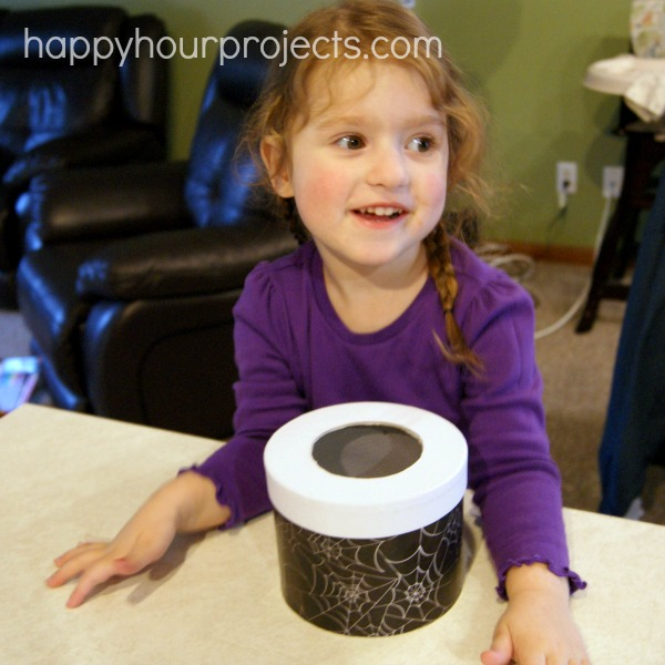 Bug Observation Box at www.happyhourprojects.com #EEKologist