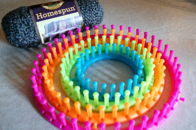 Round Loom Knitting Patterns For Beginners : Beginners Loom-Knit Cowl - Happy Hour Projects