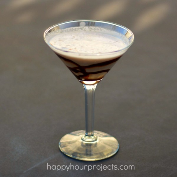 Mint Cookie Martini at www.happyhourprojects.com