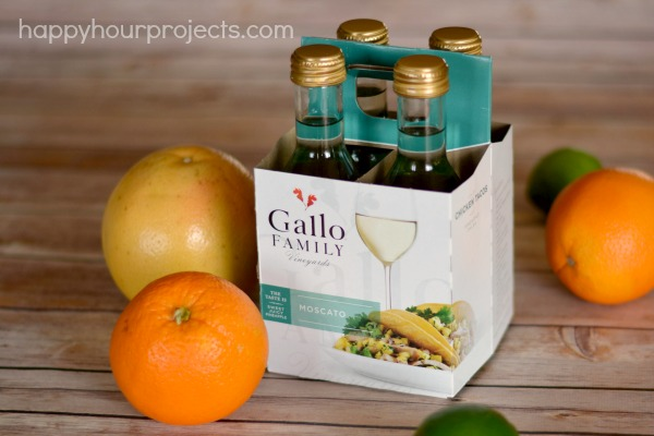 White Sangria at www.happyhourprojects.com #MixItUp