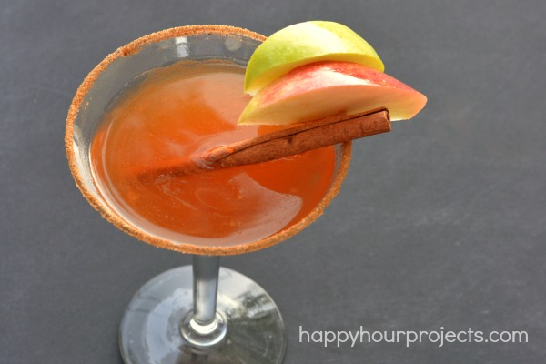 Apple Pie Martini at www.happyhurprojects.com