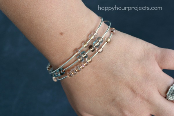 2-Minute Stacking Beaded Bangle Bracelet at www.happyhourprojects.com