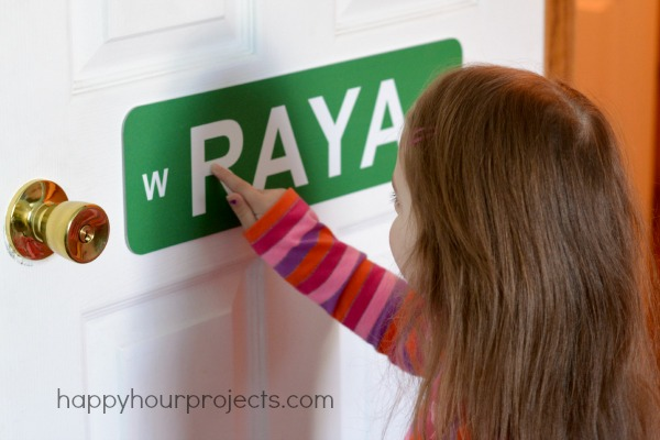 BuildASign Street Signs For Kids Rooms and $50 Giveaway at www.happyhourprojects.com