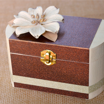 Mod Podge Glitter Keepsake Box at www.happyhourprojects.com