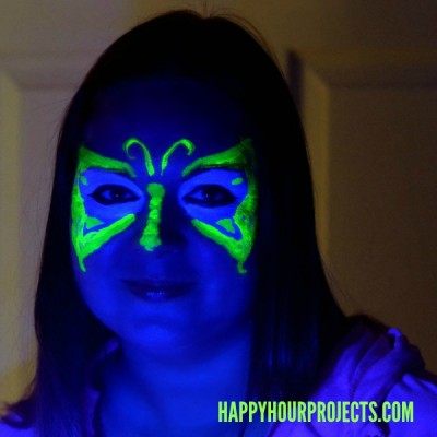 Butterfly Face Paint Tutorial at www.happyhourprojects.com #TulipBodyArt