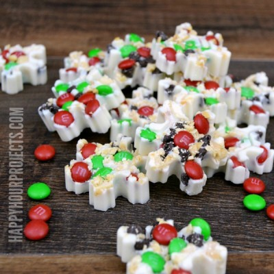 Easy M&M's Snowflake Bark at www.happyhourprojects.com