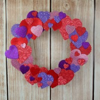 Valentine's Day Heart Wreath at www.happyhourprojects.com