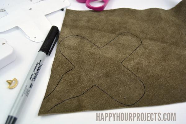 Collar de cuero caja de música en www.happyhourprojects.com