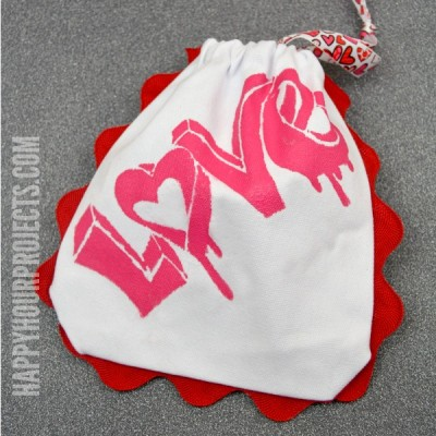 No-Sew Valentine Gift Pouch at www.happyhourprojects.com