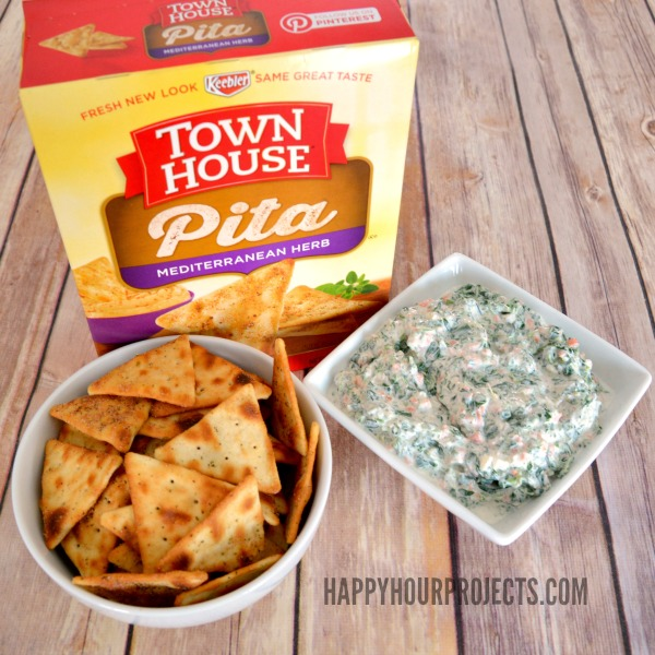 Easy Spinach Dip and Casual Entertaining Tips at www.happyhourprojects.com