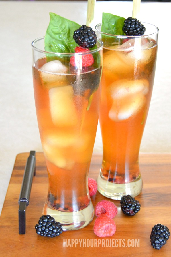 Lemon Berry Iced Tea Cocktail with Lipton Pure Leaf at www.happyhourprojects.com