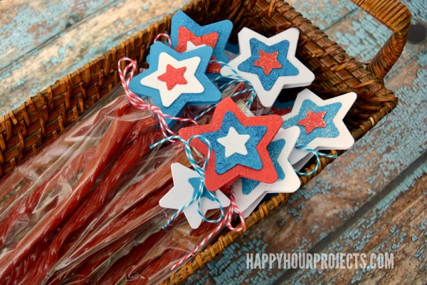 Twizzlers Twists Treat Bags at www.happyhourprojects.com   Part star-spangled craft, part sweet summer treat, and totally easy to add to your party! #sponsored #HersheySummerFun