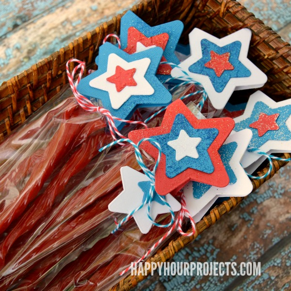 Twizzlers Twists Treat Bags at www.happyhourprojects.com | Part star-spangled craft, part sweet summer treat, and totally easy to add to your party! #sponsored #HersheySummerFun
