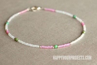 http://happyhourprojects.com/wp-content/uploads/2015/07/Beaded-Ankle-Bracelet-1.2-400x267.jpg