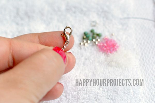 Easy Beaded Ankle Bracelet | Great Beginner's Jewelry Project at www.happyhourprojects.com