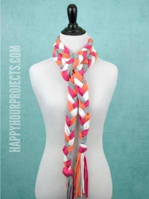 http://happyhourprojects.com/wp-content/uploads/2015/07/Braided-Tassel-Scarf-4-300x400.jpg