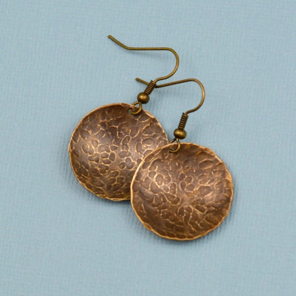 Simple Hammered Brass Earrings at www.happyhourprojects.com