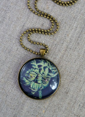 http://happyhourprojects.com/wp-content/uploads/2015/07/Yoda-Cabochon-Necklace-3.1-291x400.jpg