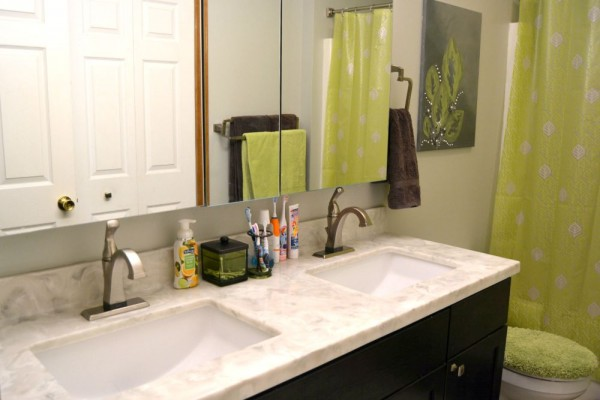 Post Summer Perk-Up Project: Bathroom Update at www.happyhourprojects.com