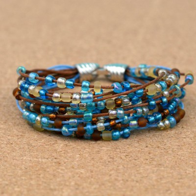 http://happyhourprojects.com/wp-content/uploads/2015/08/Seed-Bead-Layered-Bracelet-1-400x400.jpg