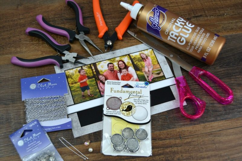 This project is part of this month's Craft Lightning Mother's Day crafts, and you can make it in 15 minutes or less!