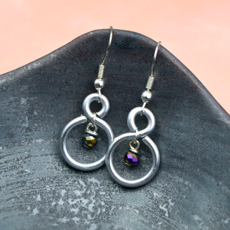 DIY Figure Eight Wire Earrings at happyhourprojects.com