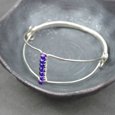 http://happyhourprojects.com/wp-content/uploads/2016/02/Wire-Wrapped-Bangle-1-400x400.jpg