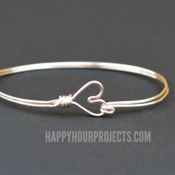 Make this inexpensive wire wrapped heart bangle bracelet for Valentine's Day at happyhourprojetcs.com!